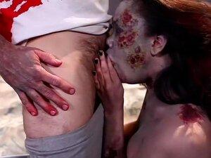 Annie Cruz Deslizamentos Over The Edge Em Apocalipse, Annie Cruz Vive No Mundo Louco Após O Apocalipse, Nesta Cena De 18 Minutos Além Da Fucked, Uma Odisséia No Zumbi. É Um Mundo Desolado, Desesperado De Lutas De Gaiola, Sombra De Pessoas Fazendo Negócios Porn