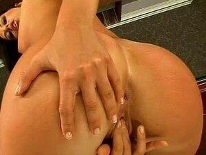 Incrível Larissa Dee Dedos Buceta Dela E Obtém Brincou Com Um Taco Porn