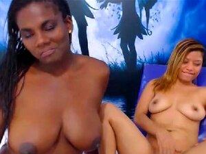 Interracial Lesbian Par Obter Naughty, Estas Senhoras Sexy Quentes Escorrendo Não Podem Esperar Para Chegar A Suas Mãos E Línguas No Outro. O Beijo Francês Muito Bem, Dando-lhe Uma Ereção Dura à Vista. Assista Uma Garota Lésbica Que Deita Na Cama Enquanto Porn
