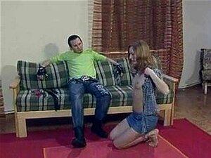 A Miúda Russa Submissa Gosta De Tortura BDSM, A Adorável E Submissa Vadia Russa Gosta De Um Tratamento BDSM Muito Duro Por Parte Do Seu Amante Neste Vídeo BDSM. Porn