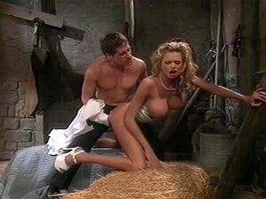 O Chofer Fodeu A Puta Da Pornografia. São Cenas Incríveis Como Esta Que Mostram Porque A Busty Blond Babe Brianna Banks Era Uma Estrela Porno Famosa No Seu Tempo.  Nesta Cena, Ela Ilumina A Tela Assim Que Ela Caminha No Palco, Vestida Com Um Vestido Prate Porn