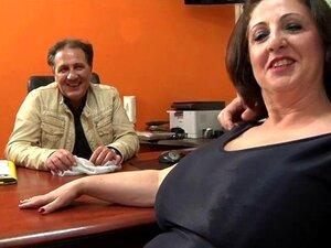 Bbw Italiana Romina Analfucked. Aqui Estamos Em Nápoles, No Sul Da Itália. O Marido De Romina Queria Vê-la Ser Anal Fodida Por Outro Cara... Fizemo-lo. Porn
