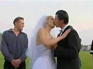 Noiva Em Um Gang Bang Ao Ar Livre Porn