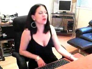 Gata Morena Fumando E Strip Na Cam, Porn