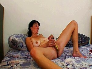 MILF Peituda Está Brincando Sua Buceta Madura Porn