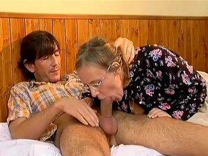 Bunda Cabeluda Mães Precisa De Um Galo Jovem Porn