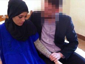 O Amador Árabe Não Presta Antes Do Gajo. Um Amador Árabe Não Presta Antes De Um Gajo Em Hijab. Porn