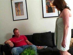 Ele Leva A Velha Mãe Da Mulher. Porn
