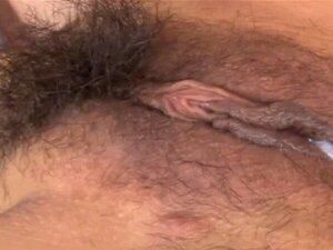 Rata Gorda Peluda Asiática De Vermelho. Miúda Japonesa Com Lábios Gordos Dedos Na Cona Porn