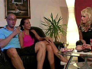 Ele Encontra Seu GF Foder A Sua Mãe Com Strapon Porn