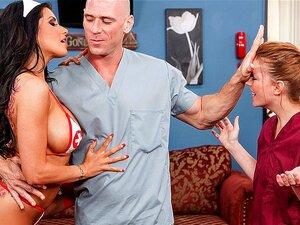 Rock ' N ' Roll Enfermeira, Romi Chuva é Um Tipo De Velha Escola De Enfermeira. Ela Acredita Em Fazer O Necessário Para Fazer A Função De Piso Do Hospital Como Uma Máquina Bem Lubed. Quando Ela Descobre Que O Dr. Sins é Realmente Me Sentindo Estressado, E Porn