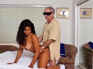 A Obstinada Enfermeira Jenna Foxx Gosta De Foder Com Velhos. Porn