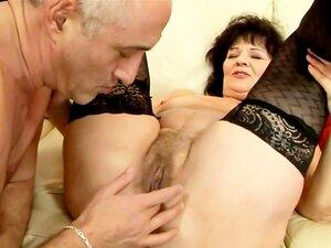 A Velha Avó Amadora A Meter Os Dedos Na Rata Dela. Porn