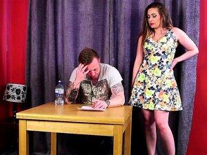 Mulheres Britânicas A Masturbar-se E A Chupar O Submarino. Porn