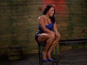 1º Lésbica Dominação Do Quente Músculo MILF Becca Diamante Com Brooklyn Daniels Mila Blaze, Brooklyn Daniels Concedeu Seu Estatuto De Amante. Nós Estamos Contentes. Nós Emparelhou Ela E Mila Blaze Para Desencadear Algum Divertimento De Lésbicas BDSM Em No Porn
