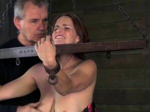 BDSM Submete-se A Punições De Mamilos Duradouras. Bdsm Sub Enduring Nipple Punishment From Dom Master While In Stock Porn