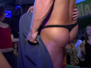 Uma Estrela Porno Incrível Com Mamas Grandes, Um Vídeo Pornográfico Brasileiro, A Temperatura Do Quarto Subiu Cerca De 10 Graus Quando Esta Morena Quente Se Deitou Em Cima De Uma Mesa, Dando A Toda A Gente Uma Imagem De Perto Dela Completamente Depilada,  Porn