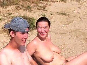 Estilo Cachorrinho Para Uma Garota Na Praia Porn