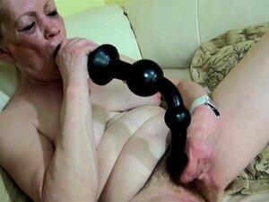 Uma Jovem Simpática E Uma Velha Avó Masturbavam-se. Porn