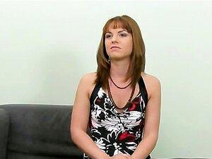 Gata Tímida Chupando E Fodendo No Sofá Porn