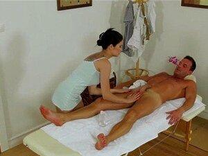 Reality Kings - Asain Adolescente Miyuki Filho Dá Esfregar Um Reboque E Um Galo Chupando Porn