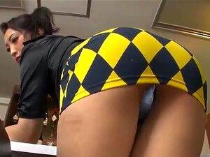 Uma MILF Japonesa Sexy Com Mini-saia Muito Curta ! Que Vergonha! 7 Porn