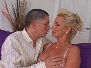Cougar Madura Seduz Jovem Filhote Porn