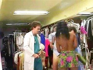 Ebony Quente Fodido Em Uma Loja Porn