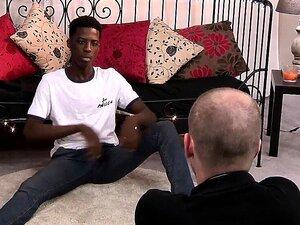 O Adorável Negro Kai Bate Uma Punheta Antes Do Broche Porn