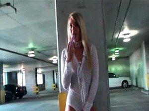 Hottie Loira Sensual Fode Sua Buceta Com Vibrador Em Público Porn