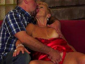 A Leslie Ladykiller Tem Um Fraco Por Mulheres Maduras. Ele Simplesmente Adora - Os, Porque Ele Os Acha Sexy, E Ele Ama O Fato De Que Eles Sabem Como Lidar Com Um Homem E Seu Amor. Sua Atual Amante, A Incrível Vovó Malya, é Uma Das Leslie Maduras Mais Quen Porn