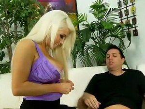 Incrível Pornstar Nikki Phoenix No Fabulosa Cunilíngua, Filme De Sexo Facial. Nikki Phoenix Porn