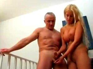 O Avô Recebe Uma Mão. Porn