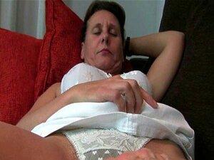 Mãe Madura 039 S Buceta Peluda Recebe O Tratamento De Merda Do Dedo Porn