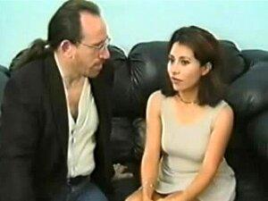 Morena Apertada Geme Durante Porra Oral E Cachorrinho Porn