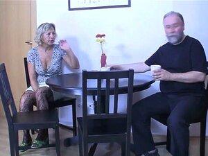 Casal De Idosos E Não O Filho Deles. Porn