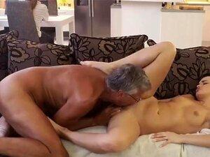 Velho Branco Homem E Mulher O Que Você Prefere - Computador Ou Seu Girlboss? Porn