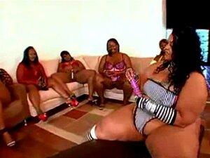 Um Grande Grupo De Mulheres Negras Gordas E Homens Excitados Junta-se. Afro-americano BBW Massive Gangbang Porn