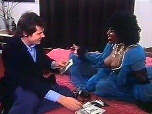 Fotógrafo Fode Peituda Negra Modelo, Vídeo Vintage Com Um Fotógrafo Que Transa Com Um Modelo Preto Peitudo. Porn