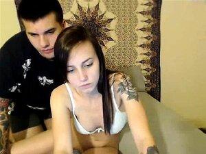 Um Jovem Casal Tatuado Diverte-se A Partilhar Momentos Privados No Ca. Porn