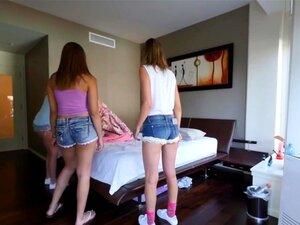 Os Bffs Adolescentes Secretamente Foram Fodidos Numa Festa Do Pijama. Porn