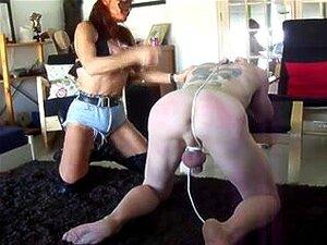 Submisso Masculino Curvado Para Espancamento Difícil, Senhora Ruiva Com Uma Máscara De Couro Domina Seu Escravo Submisso. Ela Lhe Dá Uma Boa Surra Enquanto Ele é Dobrado Porn