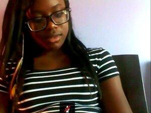Adolescente De ébano Bonito Jogar Na Escova De Skype Nd Cum Porn