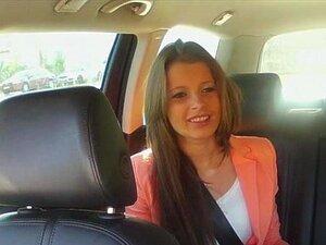 Natalia Precisa Pagá-lo Por Suckng O Pau Grande No Seu Táxi Porn