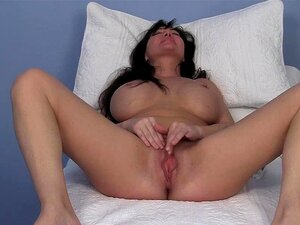 Leah MILF Peituda Se Masturbando Porn