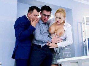 O Técnico De Computadores é Seduzido Por Angel Wicky E O Seu Colega De Trabalho. Porn