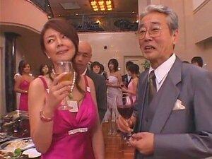 A Miúda Japonesa Mais Gira Mieko Arai Em Vídeo Fantástico Do JAV Porn