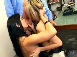 Secretário Escritório Briga De Mulher Termina Com Um Ménage à Trois Com Dois Cuties Em Lingerie Porn