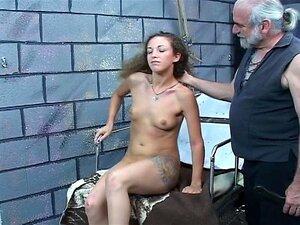 Palmada Difícil Para Garota Sexy Jovem Morena Alegre Teta Do Velho Mestre Bdsm Len Porn
