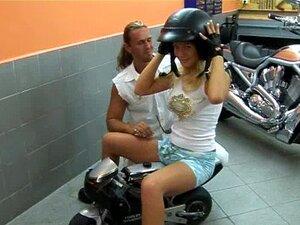 Moto Teen Samantha Fica Tetas Grandes Fodidas Porn